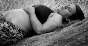 ból w porodzie, zdjęcie kobiety w ciąży
